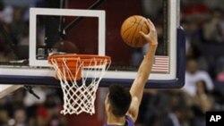 Filho de imigrante chinês é estrela impossível da NBA