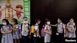 فلپائن میں تعلیمی سال جون سے شروع ہوتا ہے لیکن اس بار کرونا کی وبا کی وجہ سے تعلیمی سال اب تک شروع نہیں ہو سکا ہے۔
