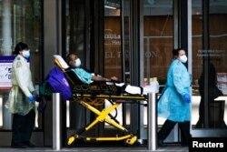 Một bệnh nhân Covid-19 tại một bệnh viện ở New York