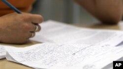 Tugas menulis esai terutama untuk mahasiswa internasional di Amerika, bisa menjadi tantangan tersendiri.