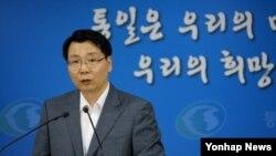 김형석 한국 통일부 대변인이 12일 정부서울청사에서 남북 당국간 7차 실무회담 등 개성공단문제에 대해 브리핑하고 있다.