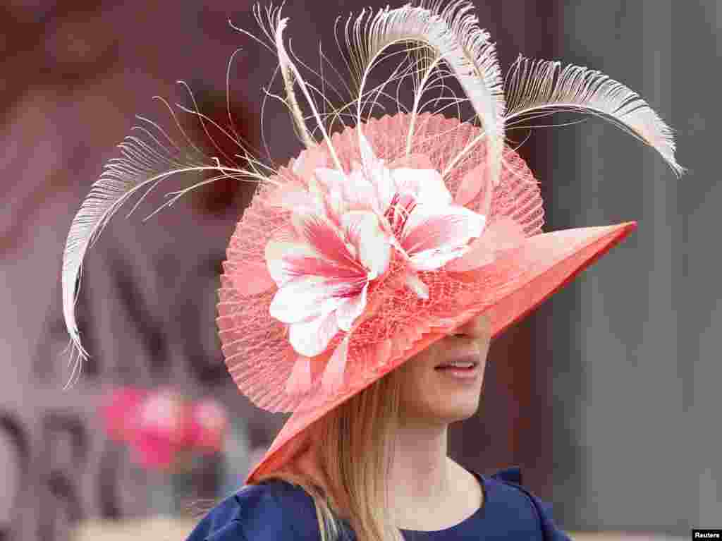 A woman wears a derby hat during the 145th running of the Kentucky Oaks at Churchill Downs, Louisville, KY. (Mark Zerof-USA TODAY Sports)