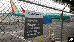 Un Boeing 737 MAX 8 en construction pour Shanghai Airlines stationné à l'usine d'assemblage de Boeing, le 11 mars 2019, à Renton, dans l'État de Washington.