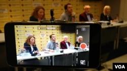 """Učesnici debate Centra za razvoj zajednica i portala KoSSev """"Ratni zločini i tranziciona pravda: Kosovo"""", u beogradskom Medija centru, 20 februara 2019."""