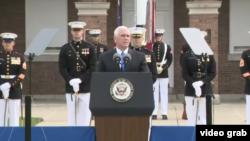 مایک پنس در مراسم سی و چهارمین سالگرد بمبگذاری مقر تفنگداران دریایی آمریکا در بیروت در شهر واشنگتن.