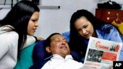 Уго Чавес со своими дочерями