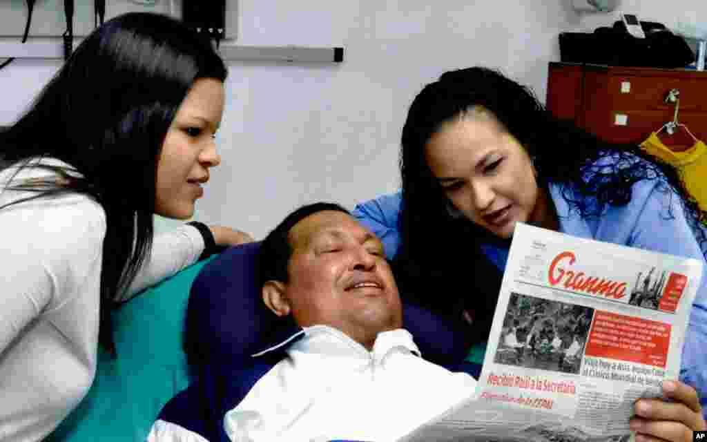 Hugo Chávez tiene dificultad para hablar debido a la cánula traqueal que usa para respirar.