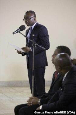 Le ministre de la justice, président de la commission des réformes, Joseph Djogbenou, expliquant la façon dont le travail a été fait au sein de la commission.