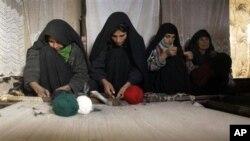 د افغانستان د سوداګرۍ خونه وایي چې په لسګونو زره افغانان په پاکستان کې د قالینو د اوبدلو په صنعت کې په کار بوخت دي.