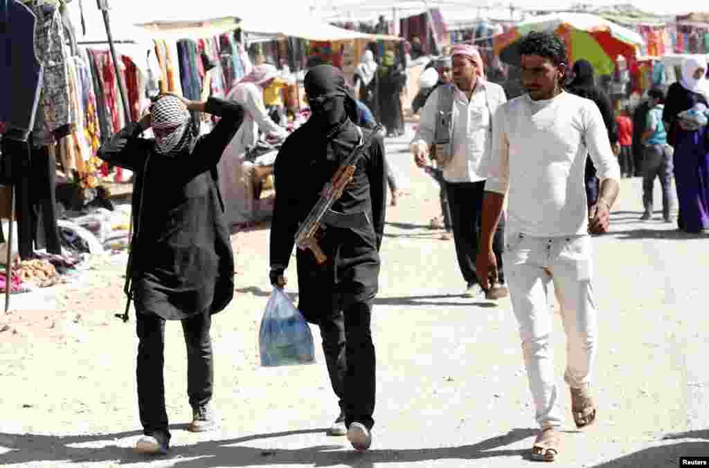 Raqqa bozorida. Suriyaliklar Qurbon hayitini nishonlayapti.