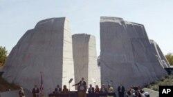 Rais Barack Obama anazungumza wakati wa kuzindua mnara wa kumbukumbu ya Martin Luther King Jr. mjini Washington, Oktoba 16, 2011.
