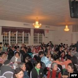 Hội Người Việt Cao Niên tổ chức một dạ tiệc kỷ niệm 33 năm ngày thành lập hội tại nhà hàng Thần Tài, thành phố Falls Church, miền bắc bang Virginia