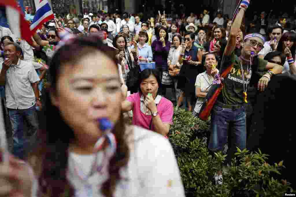 وزیراعظم ینگ لک شیناواترا نے مظاہروں کے بعد گزشتہ سال دسمبر میں پارلیمنٹ تحلیل کرتے ہوئے دو فروری کو انتخابات کا اعلان کیا تھا۔