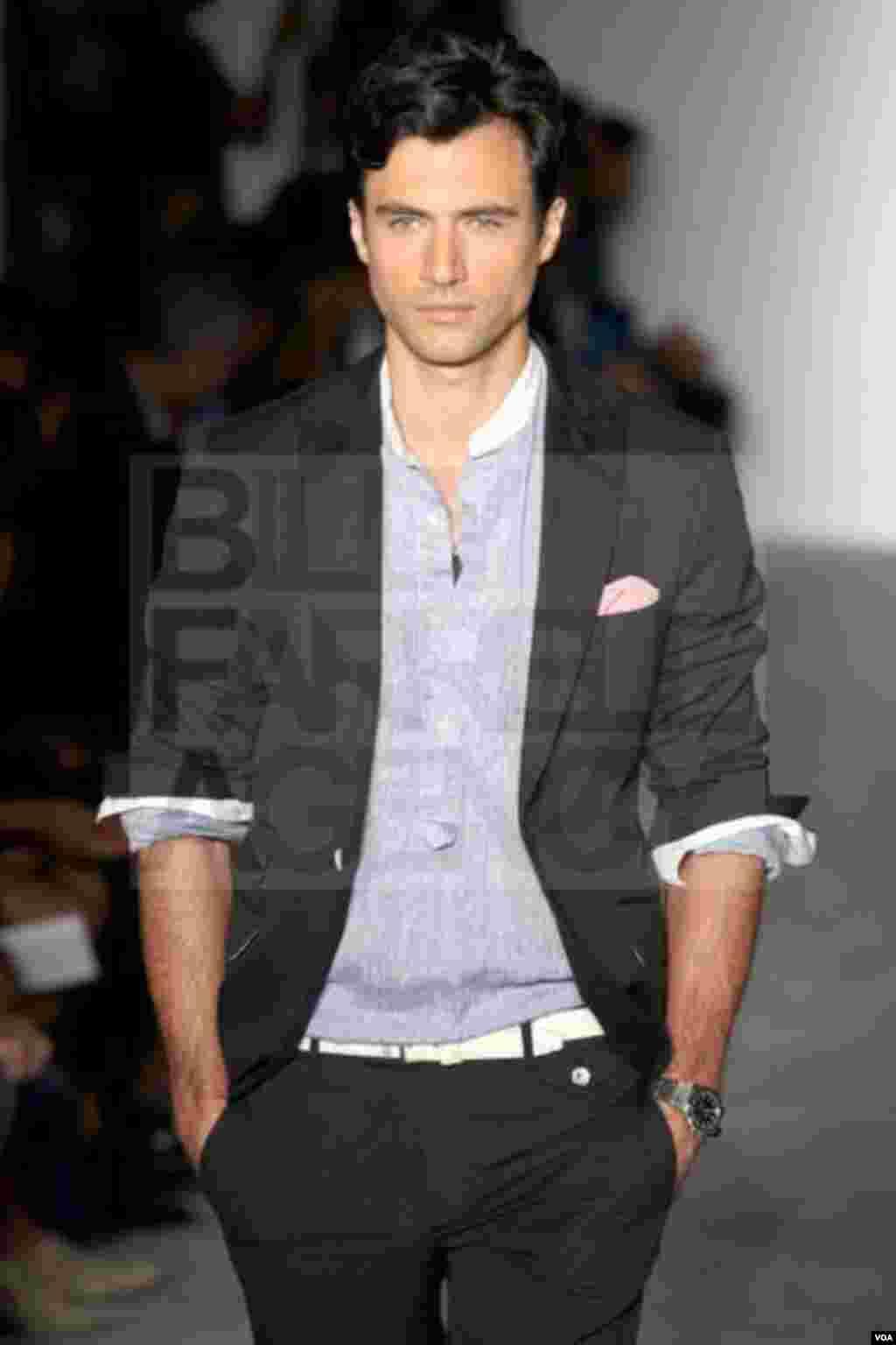 Rüstəm Cəbrayılov Nyu-York moda həftəsində 2013-cü il kişilər üçün amerikalı dizayneri Maykl Bastianın kolleksiyasını nümayiş etdirir