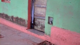 A casa onde Agostinho Neto viveu, nos anos 40, em Malanje, necessita de obras de conservação (VOA / Isaías Soares)