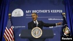"""Predsednik Obama govori na Leman koledžu u Njujorku 4. maja 2015. o inicijativi """"Čuvar mog brata""""."""