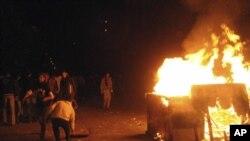 埃及抗议者与警察11月19日在开罗解放广场对峙