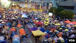 """香港萬人撐傘紀念佔領運動""""滿月"""""""