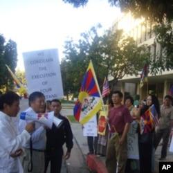 魏京生参与抗议处决藏人