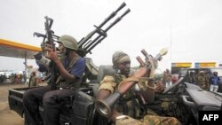 Các thanh niên ủng hộ ông Ouattara có cơ hội tham gia tân chính phủ với tư cách là binh sĩ và cảnh sát viên