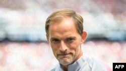 Thomas Tuchel regarde avant le match entre le Bayern Munich contre le PSG, le 21 juillet 2018.
