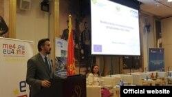 Državni sekretar za evropske integracije Andrija Pejović govori na međunarodnoj konferenciji u Budvi (gov.me)