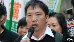 香港民主黨立法會議員胡志偉提出對行政長官梁振英的不信任動議,在分組點票下被否決