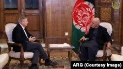 په کابل کې د جمهور رئیس غني او امریکایي سناتور گرام لیدنه