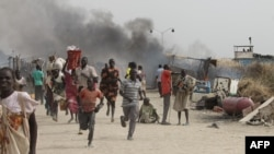 South Sudanese civilians flee fighting in an United Nations base in the northeastern town of Malakal on February 18, 2016.