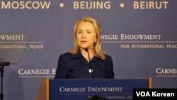 Menlu AS Hillary Clinton memberikan pidato pada peluncuran Laporan Tahunan Kebebasan Beragama di Washington DC (30/7).