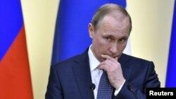 """Media pemerintah Rusia dikecam karena """"membisu"""" setelah laporan kemungkinan keterlibatan Presiden Putin dalam pencucian uang (foto: dok)."""