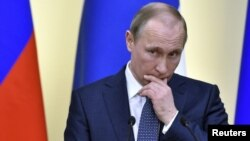 Laporan mengatakan rekan-rekan Presiden Rusia Vladimir Putin telah menyalurkan hampir $2 milyar melalui rekening luar negeri selama bertahun-tahun (foto: dok).