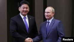 俄罗斯总统普京在索契会见到访的蒙古总理呼日勒苏赫。 (2019年12月5日)