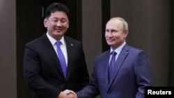 俄羅斯總統普京在索契會見到訪的蒙古總理呼日勒蘇赫。(2019年12月5日)