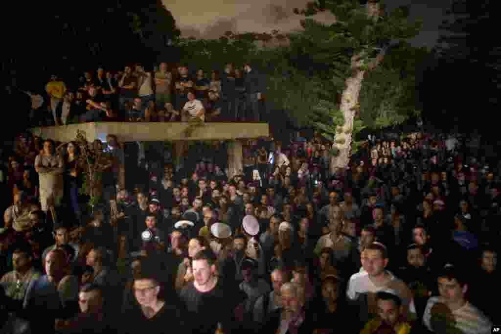 Thousands of Israelis attended the funeral of Sgt. Nissim Sean Carmeli, at the military cemetery in the northern Israeli city of Haifa, July 21, 2014.