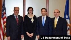 از راست: الیوت آبرامز، کارلوس وچیو، کیمبرلی برایر و خولیو بورخس