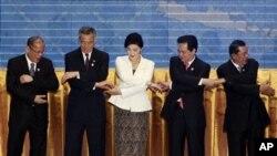 ASEANga Bruney, Kambodja, Indoneziya, Laos, malayziya, Birma, Filippin, Singapur, Tailand va Vyetnam a'zo