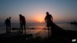 آرڈیننس میں کہا گیا تھا کہ 'ٹیریٹوریل واٹرز اینڈ میری ٹائم زونز ایکٹ 1976' کے تحت ساحلی علاقے بھی وفاق کی ملکیت ہوں گے۔ جب کہ بنڈال اور بنڈو سمیت تمام جزائر کی مالک وفاقی حکومت ہوگی۔ (فائل فوٹو)