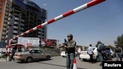 کابل ګارنیزیون د چهارشنبې په ورځ د کابل ښار کې د غیرې قانوني وسلو لټون او تورو شیشو لرونکو موټرو د درولو عملیات پیل کړي