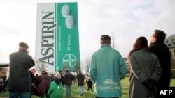 Proslava stotog rodjendana aspirina nemačke kompanije Bajer.
