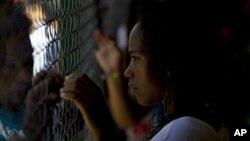 Decenas de familiares de presos se arremolinaron cerca del penal de Yare el pasado domingo 19 de agosto, cuando un enfrentamiento interno dejó 26 muertes y 46 heridos.