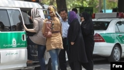 عکس آرشیوی از اجرای «طرح امنیت اخلاقی» در تهران