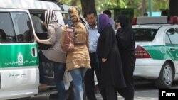 پولیس ارشاد همواره زنان و دختران را به خاطر عدم رعایت حجاب بازداشت کرده است.