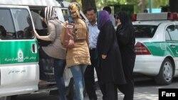مکارم شیرازی از مدافعان شدت عمل نیروی انتظامی در برخورد با بدحجابی است