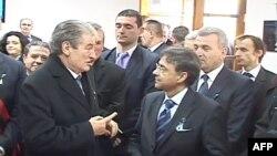 Sekui i bën thirrje klasës politike në Shqipëri të gjejë rrugëdalje