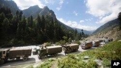 Индийский конвой в штате Кашмир