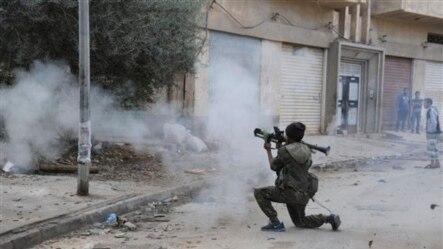 Liviya askari islomiy ekstremistlar bilan jang chog'ida. Bing'ozi. 30-oktabr 2014-yil.