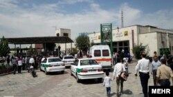 خودروهای پلیس و آمبولانس بیرون ایستگاه مترو شهرری