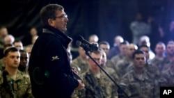 Defense Secretary Ashton Carter speaks with U.S. military personnel at Kandahar Airfield in Afghanistan, Feb. 22, 2015.