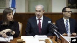 Israeli Prime Minister Benjamin Netanyahu, center, heads the weekly Cabinet meeting in his Jerusalem office, January 6, 2013.